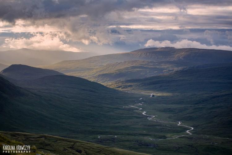 Zniewalająco piękna i pusta dolina Glen Nevis. Fot. Karolina Krawczyk