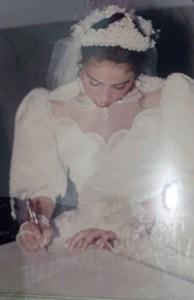 Aos 18 anos, antes de virar atriz pornô, Soraya casou na igreja (Divulgação / Arquivo pessoal)