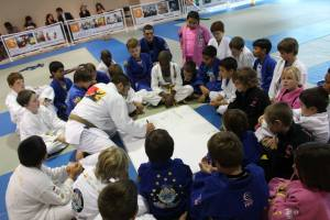 Master Roberto draws a diagram to explain an important life concept during one of Team Third Law's kids Brazilian Jiu Jitsu Classes.