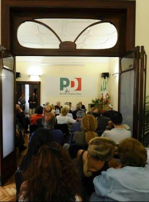 Napoli, il dramma delle primarie L'appello di Saviano: rifatele