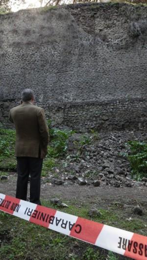 Pompei, nuovo crollo nell'area nord cede un pezzo di muro, zona sequestrata