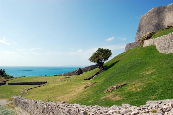沖縄の城の中でも最も古いお城です。