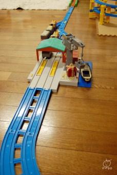 こちらも新たに仲間入り。電車が走ると、クランキーの前で止まって、荷物を運んでくれます。
