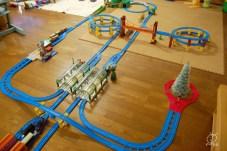 クリスマス線路。新しくナップフォード駅や機関庫を追加。