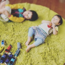 もうハイハイもしないので、コルクマットは処分!amazonセールで買ったカーペットがフカフカ♡