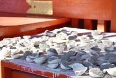 砂を持った貝殻をお供えするんだそう。