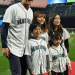 Iwakuma-and-his-family-at-safeco