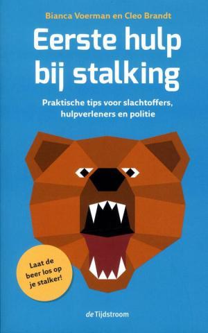 eerste hulp bij stalking, beer die zijn tanden toont