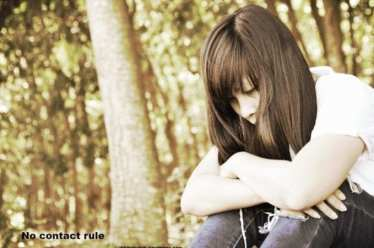 foto van meisje die nadenkt met tekst no contact rule voor VKoN
