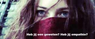 foto van vrouw met rode doek voor haar gezicht en tekst heb jij een geweten? Heb jij empathie?