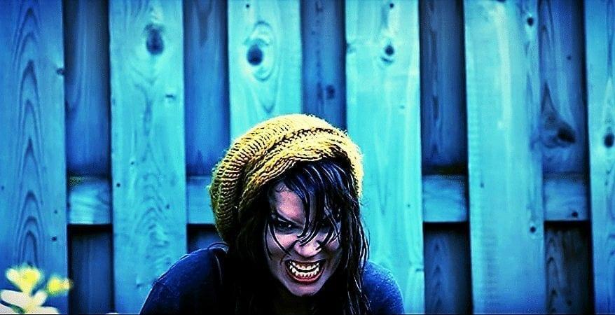 boze vrouw met muts in geel Het mirakel van de transformatie van het Zelf.
