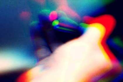 hand met sigaret tussen de vingers voor testen in de context van npd