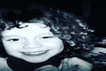 foto van kindje met veel krullend haar