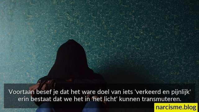 foto van vrouw met tekst het ware doel van pijn om te transmuteren in het licht