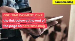 kijkend op de ipad voor narcisme.blog