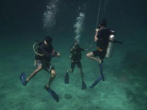 Diving Koh Lanta - Teaching on Koh Haa