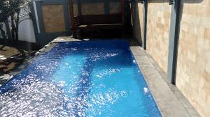 kolam renang ukuran 4x10