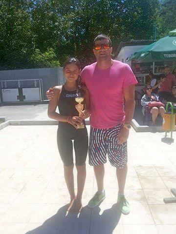 Възпитаничката на треньора Никола Петров Стилина Иванова плува перфектно на държавното първенство в Сандански и спечели два златни медала, едно сребърно отличие и два бронза.