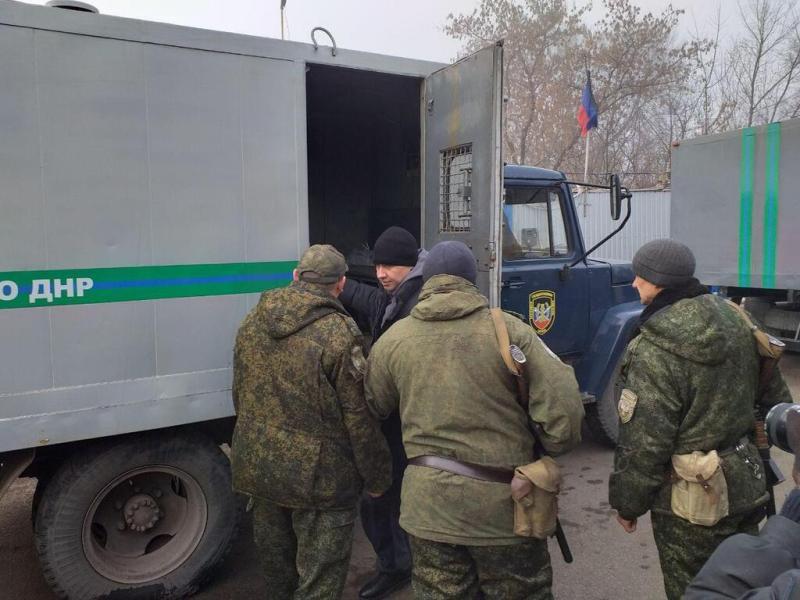 """Почався обмін полоненими між Україною та """"ЛДНР"""": фото та відео"""