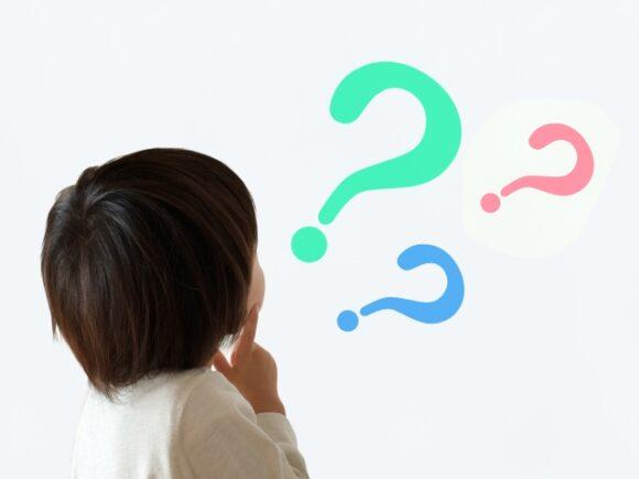 疑問を浮かべる子供