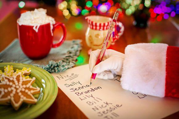サンタクロースが手紙を書くところ