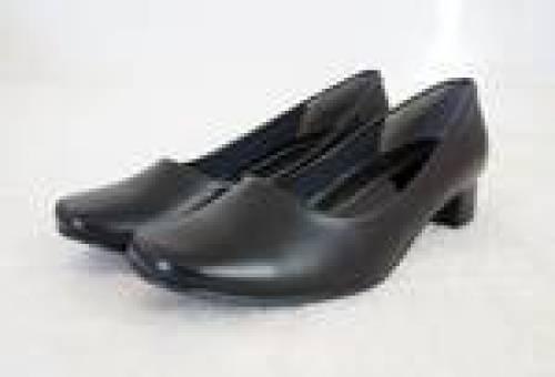女性用の黒い靴