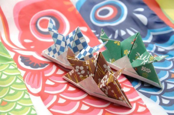 鯉のぼりと折り紙の兜