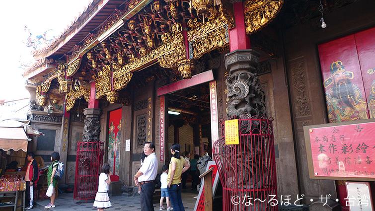 7.参拝客が絶えない城隍廟。