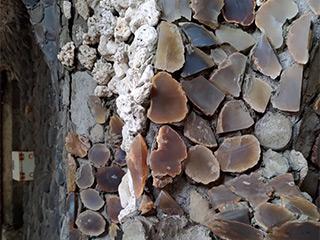 色々な石で造られています