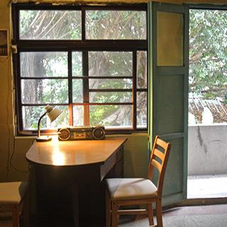 喝個咖啡休息一下吧! 築100年目の古い家屋「SteepStairs 樓梯好陡咖啡屋」