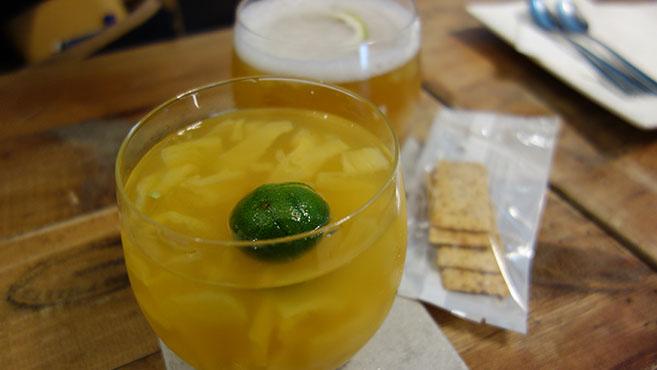 8.キンカン入りのパイナップルジュース。