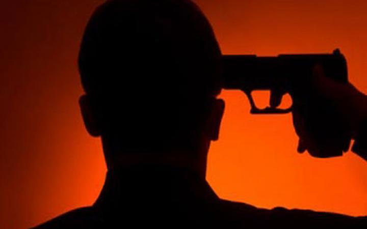 ZASTRAŠUJUĆE! Muškarac pucao sebi u glavu! 1