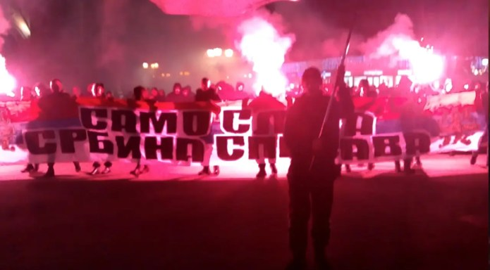 """Ne damo svetinje"", ori se Novim Sadom: Protest zbog Crne Gore (VIDEO) 1"