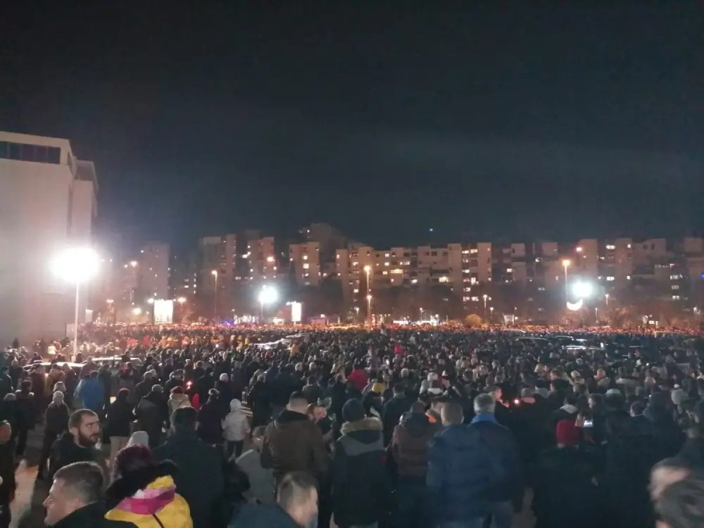 USTALA I BOKA Srbi se masovno okupljaju, širom Crne Gore se ori ... ''ONAMO NAMO''! (VIDEO) 1