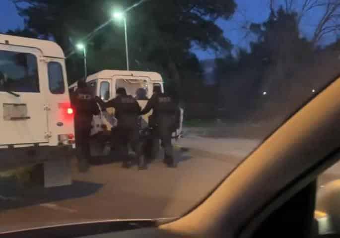 CRNA GORA: Policija ostala bez goriva, guraju džipove po Podgorici (VIDEO) 1