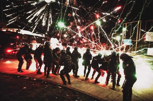 SRBI PONOVO UJEDINJENI: Najneverovatnije fotografije sa protesta u Crnoj Gori 3