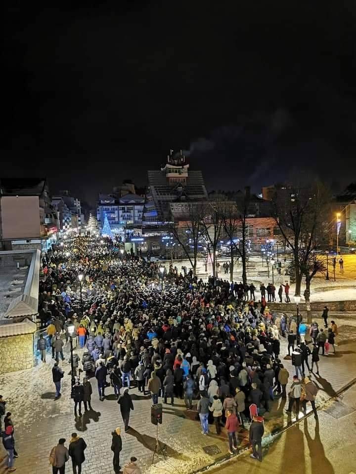 SRBI PONOVO UJEDINJENI: Najneverovatnije fotografije sa protesta u Crnoj Gori 13