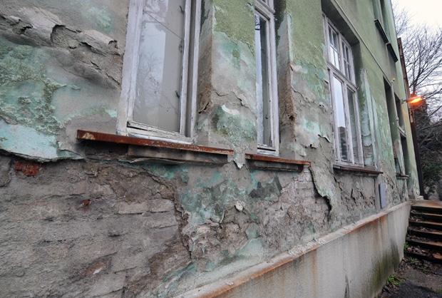 JEZIVE SLIKE SA INFEKTIVNE KLINIKE: Hladno je, prozori razbijeni 2