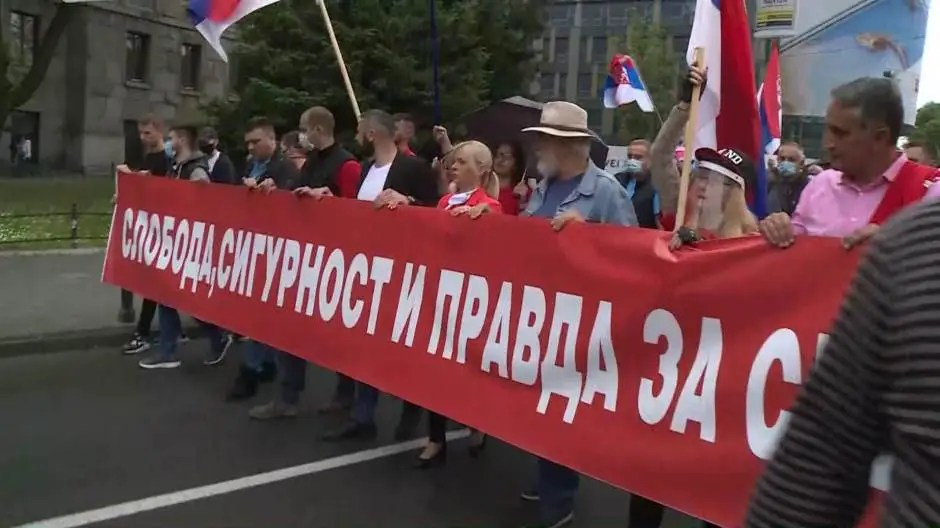 PROTEST: Narod ispred skupštine pa do RTS-a (VIDEO) 1
