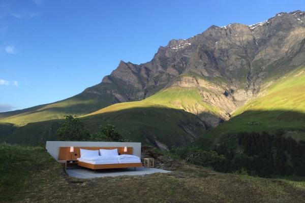 Hotel sa 0 zvezdica u Švajcarskoj nema krov, prozore, vrata ali ima batlera 1