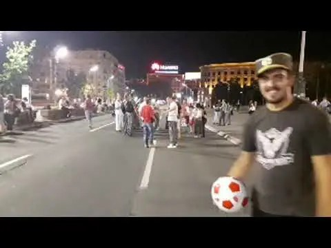 """FUDBAL ISPRED SKUPŠTINE: ,,Vučiću, Šiptaru, izdao si Srbiju"""" (VIDEO) 1"""