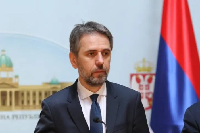 RADULOVIĆ: Vučić sa poklanjanjem 3000 dinara hoće da podeli narod! Preležao sam to, imam više antitela od... 1