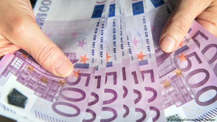 NEMAČKA OBJAVILA: Ukidanje novca i obavezno čipovanje 1