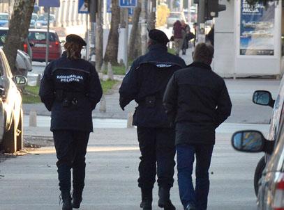 KOMUNALNA POLICIJA BRUTALNO PREBILA ČOVEKA: Branio SRBSKU trobojku! 1
