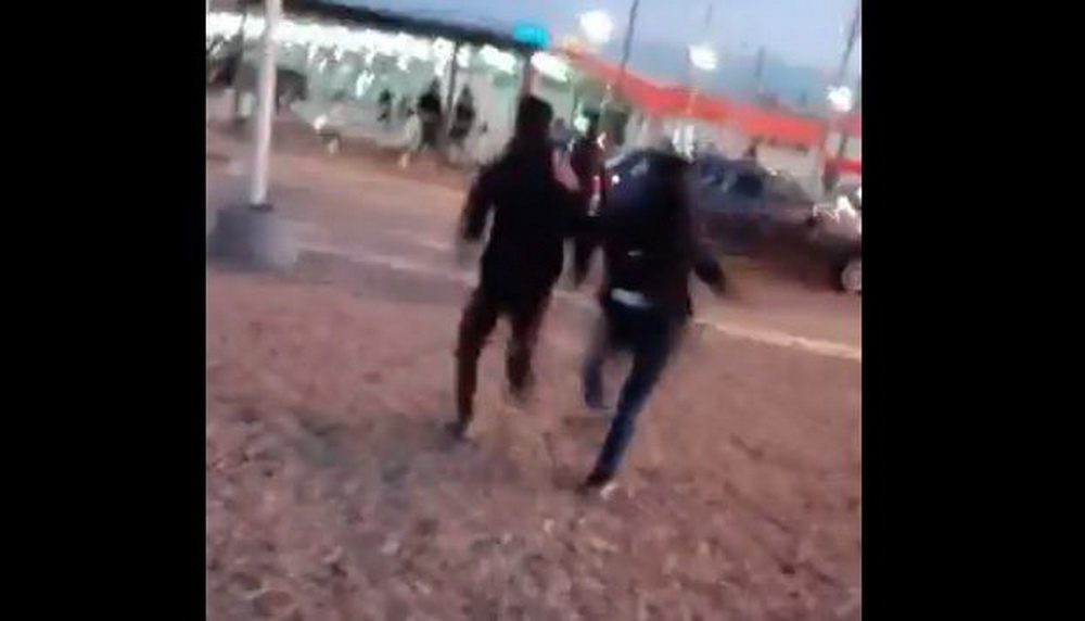 (VIDEO) RACIJA U BEOGRADU: Preko 50 policajaca upalo u park i počeli da tuku migrante! 1