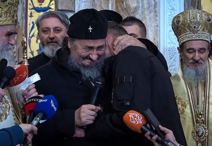 SRBIJO, USTANI: Vladika Atanasije Jevtić u petom redu na sahrani! Vučić ispred Svetosavlja i Boga! 1