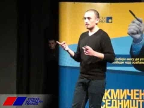MARIO ZNA: Recituje pesmu na DS skupu za Zorana Đinđića, SNS okačio na svoj kanal 3