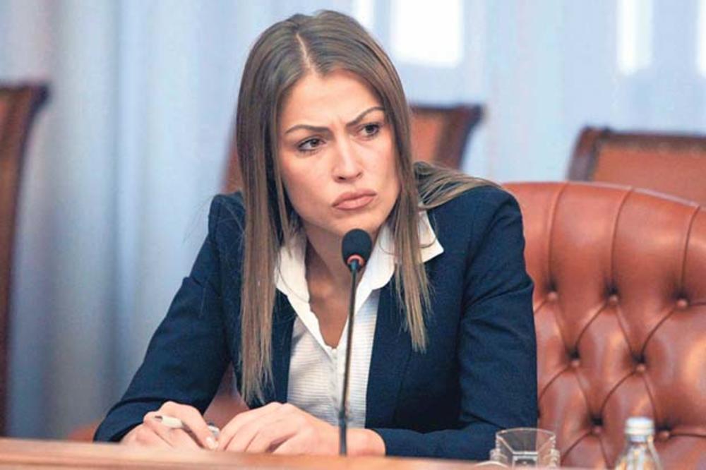HRKALOVIĆEVA PONOVO U IGRI Nagodila se i otišla kod novog šefa, sada će biti JOŠ SNAŽNIJA! 1