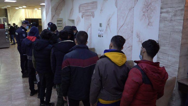 U hostelima i stanovima pronađeno 52 migranta 3