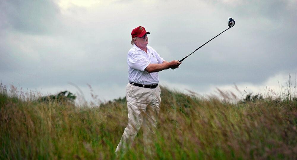 """TRAMP SE SPRDA SA BAJDENOM: """"Pogodio"""" ga lopticom za golf u glavu 1"""